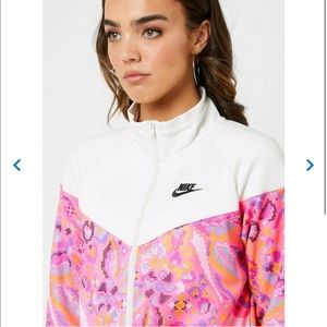 Nike Women's Sportswear Floral Printed Jacket 🧥